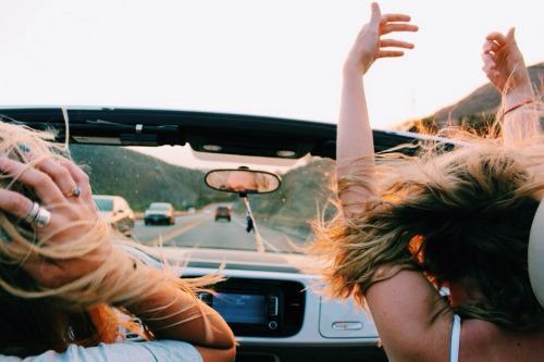Quais são as melhores músicas para viajar de carro?
