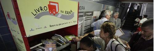 Lendo por São Paulo: livros grátis nos terminais de ônibus!