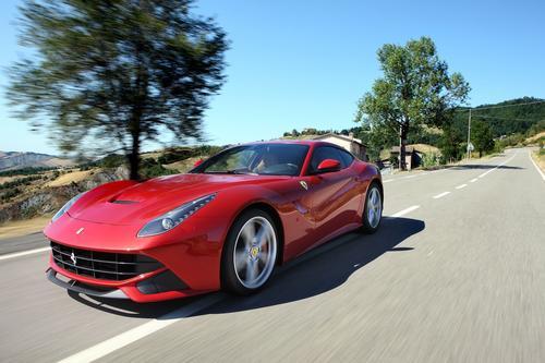 Ferrari F12berlinetta: Testes com kit GNV